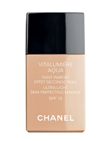 <center><b>Chanel</b> FdT Vitalumière Aqua - 38€</center>